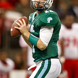 November 10, 2011; New Orleans, LA, USA; Tulane Green Wave quarterback Ryan Griffin (11) against the Houston Cougars during the second quarter at the Mercedes-Benz Superdome.  Mandatory Credit: Derick E. Hingle-US PRESSWIRE