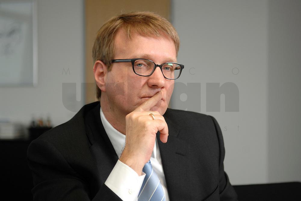 09 JAN 2007, BERLIN/GERMANY:<br /> Ronald Pofalla, CDU Generalsekretaer, waehrend einem Interview, in seinem Buero, CDU Bundesgeschaeftsstelle<br /> IMAGE: 20070109-01-011