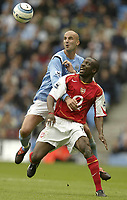 Fotball<br /> England 2004/2005<br /> Foto: SBI/Digitalsport<br /> NORWAY ONLY<br /> <br /> Manchester City v Arsenal<br /> Barclays Premiership.<br /> 25/09/2004.<br /> Manchester's Antoine Sibierski and Arsenal's Kolo Toure