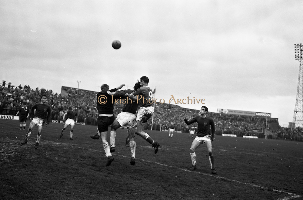 21/04/1963<br /> 04/21/1963<br /> 21 April 1963 <br /> Soccer: Cork Hibernians v Shelbourne, F.A.I. Cup Semi-final at Dalymount Park, Dublin. John Heavey and Paddy Roberts in a duel with Hibs centre-forward Kingston (no.9).