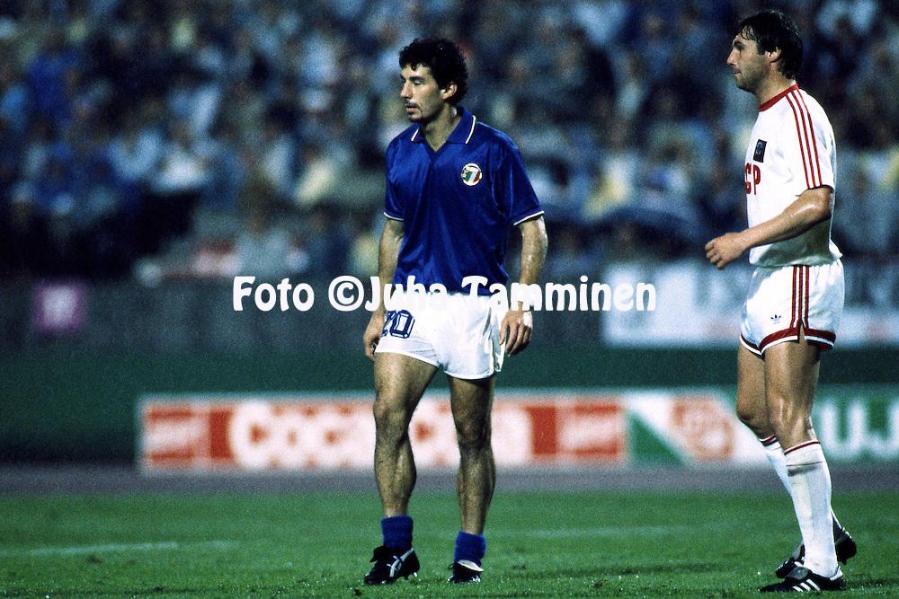 UEFA European Championship - West Germany 1988<br /> 22.6.1988, Neckarstadion, Stuttgart.<br /> Semi-final, Italy v Soviet Union.<br /> Gianluca Vialli (Italy) v Sergei Gotsmanov (USSR).