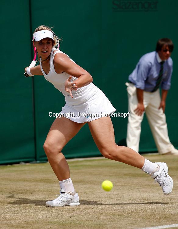 Wimbledon Championships 2011, AELTC,London,.ITF Grand Slam Tennis Tournament . Sabine Lisicki (GER), Einzelbild,Aktion,Ganzkoerper,Querformat,