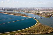 Nederland, Zuid-Holland, Spijkenisse, 04-03-2008; spaarbekken Berenplaat (ten oosten van de 'woonkern' Beerenplaat), 'productielokatie' voor drinkwater van drinkwaterbedrijf Evides (voorheen Waterbedrijf Europoort), water wordt via pijpleidingen uit de Biesbosch naar het spaarbekken getransporteerd, waarna het proces van drinnkwaterzuivering volgt; links in beeld het / de Spui, rechts de Oude Maas, daar achter Poortugaal met daar weer achter - in het verschiet - Pernis, Botlek en Europoort. .luchtfoto (toeslag); aerial photo (additional fee required); .foto Siebe Swart / photo Siebe Swart.