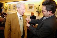 Nederland, Schin op Geul, 20031206.<br /> Huldiging jubilarissen 2003 van de FNV in HOTEL SALDEN,  te Schin op Geul. <br /> De heer Theunissen is 40 jaar lid.
