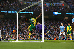 Cameron Jerome of Norwich City scores the equalising goal to make it 1-1 - Mandatory byline: Matt McNulty/JMP - 07966 386802 - 31/10/2015 - FOOTBALL - Etihad Stadium - Manchester, England - Manchester City v Norwich City - Barclays Premier League