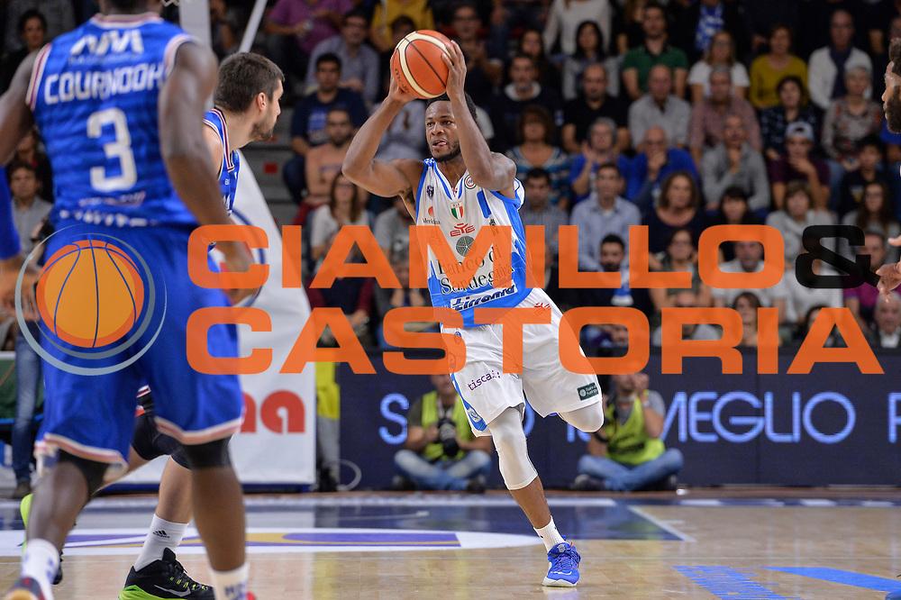 DESCRIZIONE : Beko Legabasket Serie A 2015- 2016 Dinamo Banco di Sardegna Sassari - Enel Brindisi<br /> GIOCATORE : MarQuez Haynes<br /> CATEGORIA : Passaggio<br /> SQUADRA : Dinamo Banco di Sardegna Sassari<br /> EVENTO : Beko Legabasket Serie A 2015-2016<br /> GARA : Dinamo Banco di Sardegna Sassari - Enel Brindisi<br /> DATA : 18/10/2015<br /> SPORT : Pallacanestro <br /> AUTORE : Agenzia Ciamillo-Castoria/L.Canu