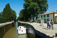 France, Longuedoc Roussillon, Aude (11), navigation sur le Canal du Midi, classé Patrimoine Mondial de l'UNESCO, entre Carcassone et Beziers, écluse de Jouarres // France, Longuedoc Roussillon, Aude (11), Navigation on the Canal du Midi, World Heritage of the UNESCO, between Carcassone and Beziers, lock of Jouarres