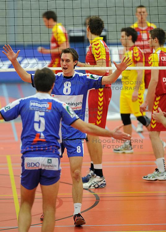12-02-2011 VOLLEYBAL: AB GRONINGEN/LYCURGUS - DRAISMA DYNAMO: GRONINGEN<br /> In een bomvol Alfa-college Sportcentrum werd Dynamo met 3-2 (25-27, 23-25, 25-19, 25-23 en 16-14) verslagen door Lycurgus / Ron van Steen (#8) en Peter Barla (#5)<br /> ©2011-WWW.FOTOHOOGENDOORN.NL