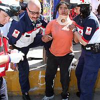 Toluca, Mex.- Una joven de 17 años de edad, cayo de su bicicleta lesionandose al ser alcanzada por un auto en el poblado de San Juan Tilapa, paramedicos de la Cruz Roja la atienden. Agencia MVT /Luis Enrique Hernandez V. (DIGITAL)<br /> <br /> <br /> <br /> <br /> <br /> <br /> <br /> NO ARCHIVAR - NO ARCHIVE