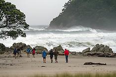 Tauranga-Cyclone Pam brings big swells to Mt Maunganui