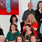 NLD/Huizen/20110429 - Lintjesregen 2011, Mireille Bekooy, jildou van der Bijl en Linda de Mol's beste vriendin