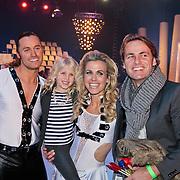 NLD/Hilversum/20110211 - 3de Liveshow SBS Sterren Dansen op het IJs 2011, Vivian Reijs met dochter Day en ex man John Ewbank en schaatspartner Nick Keagan