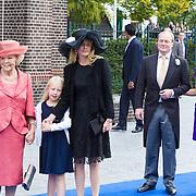 NLD/Apeldoorn/20130105 - Huwelijk prins Jaime en prinses Viktoria Cservenyak, prinses Beatrix, Mabel Wisse Smit en dochter Luana