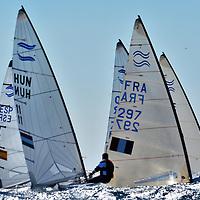 Des conditions de vent et de lumi&eacute;re compl&eacute;tement incroyable hier <br /> sur le cercle du championnat d europe de Finn , dans la brise ils frisent la limite , un spectacle dantesque ...