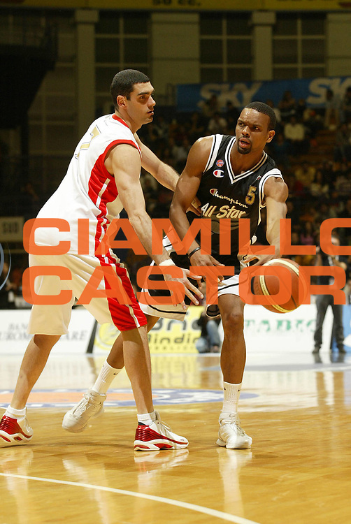 DESCRIZIONE : Bologna Lega A1 2005-06 All Star Game<br /> GIOCATORE : Morandais<br /> SQUADRA : All Star Ail<br /> EVENTO : Campionato Lega A1 2005-2006<br /> GARA : All Star Quadrifoglio Vita All Star Ail<br /> DATA : 11/12/2005<br /> CATEGORIA : Passaggio<br /> SPORT : Pallacanestro<br /> AUTORE : Agenzia Ciamillo-Castoria/G.Cottini