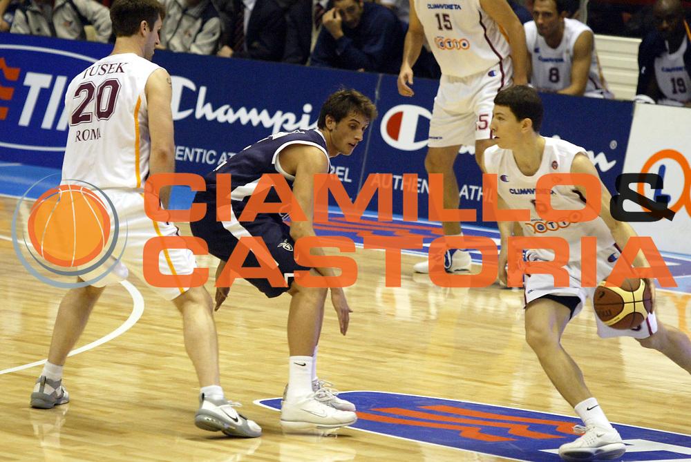 DESCRIZIONE: Forli Lega A1 2005-06 Coppa Italia Tim Cup Lottomatica Virtus Roma Climamio Fortitudo Bologna<br />GIOCATORE: Ilievski<br />SQUADRA: Lottomatica Virtus Roma<br />EVENTO: Campionato Lega A1 2005-2006 Coppa Italia Final Eight Tim Cup Quarti Finale<br />DATA: 16/02/2006<br />CATEGORIA: Palleggio<br />SPORT: Pallacanestro<br />AUTORE: Agenzia Ciamillo-Castoria/G.Ciamillo