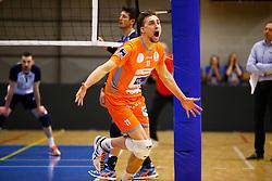 20141228 BEL: Beker, Knack Roeselare - Volley BeHappy2 Asse - Lennik: Roeselare<br /> Robin Overbeeke (11) Volley Behappy2 Asse - Lennik<br /> ©2014-FotoHoogendoorn.nl / Pim Waslander