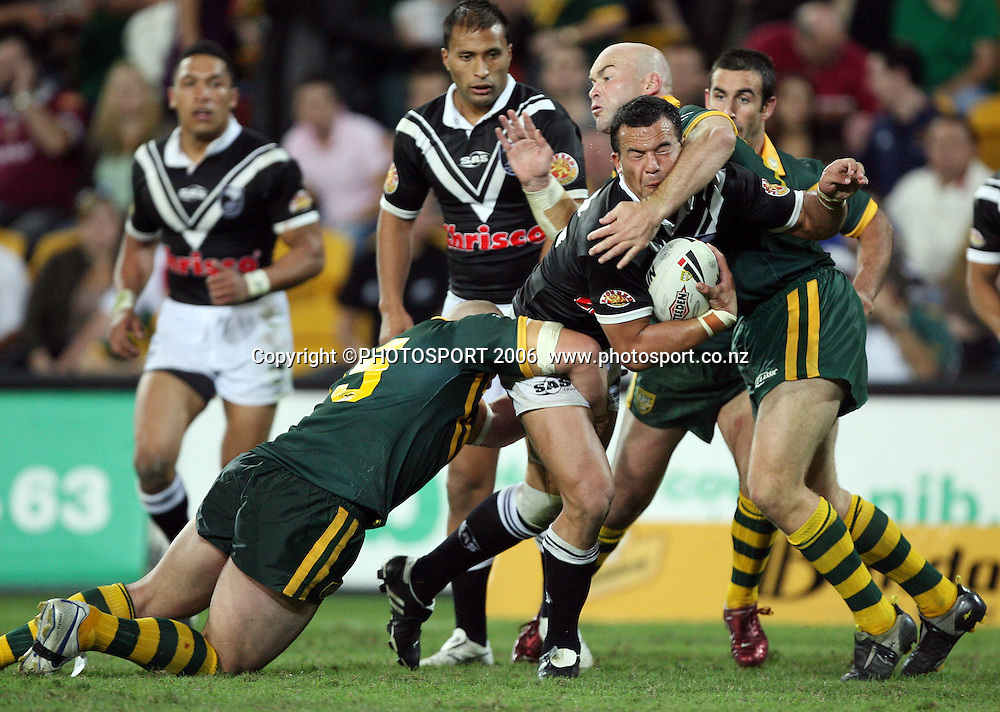 Kwis hooker Louis Anderson in action during the Rugby League test match between the New Zealand Kiwis and the Australian Kangaroos at Suncorp Stadium, Brisbane, Australia on Friday 5 May, 2006. Australia won the match 50 - 12. Photo: Hannah Johnston/PHOTOSPORT<br />