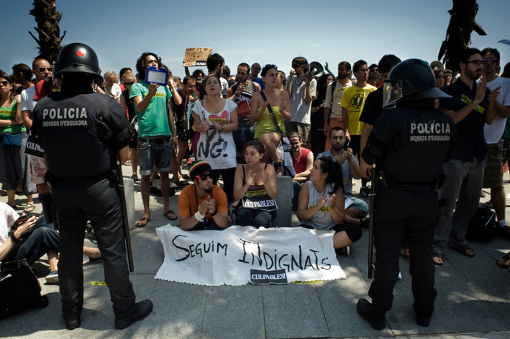 """Barcelona July 21st .The indignants show a placard during the general assembly made in front of the main entrance of the Hospital del Mar. The placard says: """"We are still indignants""""."""