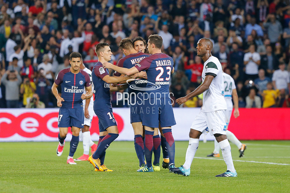 Edinson Roberto Paulo Cavani Gomez (psg) (El Matador) (El Botija) (Florestan) scored a goal and celebrated it with Thomas Meunier (PSG), Julian Draxler (PSG), Giovani Lo Celso (PSG), Yuri Berchiche (PSG) during the French championship L1 football match between Paris Saint-Germain (PSG) and Saint-Etienne (ASSE), on August 25, 2017 at Parc des Princes, Paris, France - Photo Stéphane Allaman / ProSportsImages / DPPI