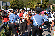 Roma 25 Settembre 2008.Manifestazione degli immigrati richedenti asilo provenienti dal.Centro accoglienza rifugiati di Castelnuovo di Porto. per chiedere il rilascio dei documenti che gli consentirebbero di lavorare in Italia..Gli immigrati travolgono i carabinieri e vanno verso via Flaminia..Demonstration of immigrants  asylum applicants guests on.Refugee reception centre of Castelnuovo di Porto. to demand the release of residence permits ..