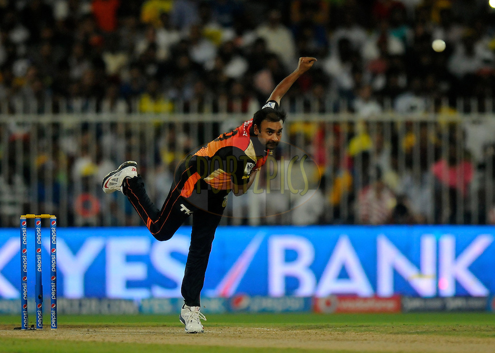 Amit Mishra of the Sunrisers Hyderabad bowls during match 16 of the Pepsi Indian Premier League 2014 between the Delhi Daredevils and the Mumbai Indians held at the Sharjah Cricket Stadium, Sharjah, United Arab Emirates on the 27th April 2014<br /> <br /> Photo by Pal Pillai / IPL / SPORTZPICS