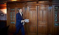DEN HAAG, 24 januari 2017.<br /> Sybrand van Haersma Buma, fractievoorzitter CDA in de Tweede Kamer, op zijn werkkamer op het Binnenhof<br /> FOTO MARTIJN BEEKMAN