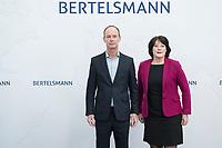 27 MAR 2018, BERLIN/GERMANY:<br /> Thomas Rabe (L), Vorstandsvorsitzender von Bertelsmann, und Anke Schaeferkordt (R), Geschaeftsfuehrerin der Mediengruppe RTL Deutschland, nehmen Aufstellung zum Gruppenbild des Vorstandes der Bertelsmann SE &amp; Co. KGaA, vor Beginn der Bertelsmann Bilanzpressekonferenz, Konzernrepraesentanz Berlin, Unter den Linden 1<br /> IMAGE: 20180327-01-007<br /> KEYWORDS: Anke Sch&auml;ferkordt
