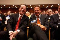 15 JUL 2004, BERLIN/GERMANY:<br /> Franz Muentefering (L), SPD Parteivorsitzender, Frank Bsirske (R), ver.di Vorsitzender,  lachen miteinander, waehrend einem Festakt zum 100. Geburtstag von Karl Richter, langjähriges aktives Mitglied von Partei und Gewerkschaft, Rathaus Reinickendorf<br /> IMAGE: 20040715-01-028<br /> KEYWORDS: Franz Müntefering, Feier, freundlich, lacht
