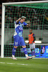 Toulouse goalkeeper Cedric Carrasso shouts at his defenders. Toulouse v Paris St Germain,French Ligue 1, Stade Municipal, Toulouse, France, 22nd March 2009.