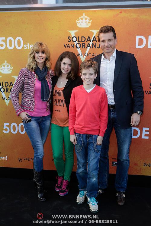 NLD/Katwijk/20120325 - 500ste Voorstelling musical Soldaat van Oranje, Daphne Deckers, partner Richard Krajicek en kinderen Emma en Alec
