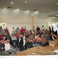 TOLUCA, Mexico.- La Comisión Mexicana de Promoción Gallística CMPG, que encabeza Efraín Rábago Eghegoyan, se reunió con sus socios, criadores, fabricantes de artículos para gallos de combate  y público interesado en la defensa del gallo de pelea, para informar de la situación legislativa actual en nuestro país. Agencia MVT / José Hernández. (DIGITAL)