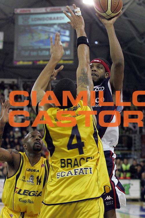 DESCRIZIONE : Scafati Lega A1 2006-07 Legea Scafati Angelico Biella <br /> GIOCATORE : Daniels<br /> SQUADRA : Angelico Biella<br /> EVENTO : Campionato Lega A1 2006-2007 <br /> GARA : Legea Scafati Angelico Biella<br /> DATA : 04/02/2007<br /> CATEGORIA : Tiro<br /> SPORT : Pallacanestro <br /> AUTORE : Agenzia Ciamillo-Castoria/A.De Lise