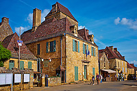 France, Aquitaine, Dordogne (24), Perigord Noir, vallee de la Dordogne, Domme, labellise Plus Beaux Villages de France, bastide de Domme // France, Aquitaine, Dordogne, Perigord Noir, Dordogne valley, village of Domme