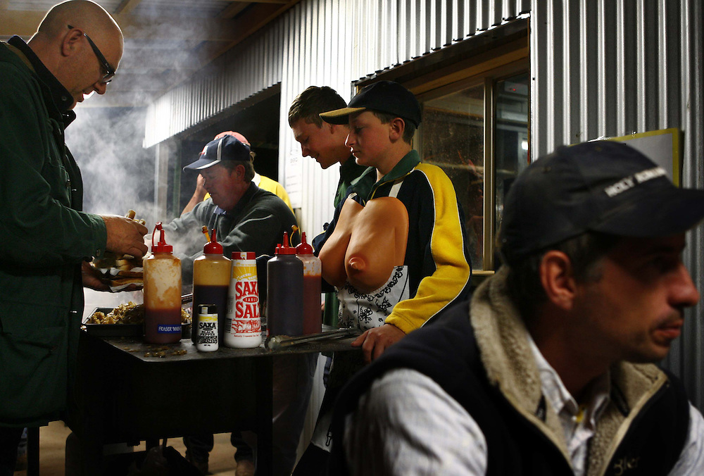 After the races, the only place to eat is at the local Pub who put on a sausage sizzle.