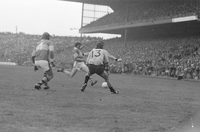 Kerry runs in for a kick at the ball during the All Ireland Senior Gaelic Football Final, Kerry v Dublin in Croke Park on the 28th September 1975. Kerry 2-12 Dublin 0-11.