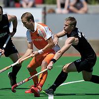 MELBOURNE - Champions Trophy men 2012<br /> Netherlands v New Zealand<br /> Nederland naar de halve finale<br /> foto: Billy BAkker in duel.<br /> FFU PRESS AGENCY COPYRIGHT FRANK UIJLENBROEK