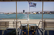 Griekenland, Athene, 5-7-2008Veerboot,ferry verlaat de haven van Piraeus op weg naar een eiland, eilanden.Ferryboat,ferry, leaving the harbour of Piraeus on its way to an island,islands.Foto: Flip Franssen