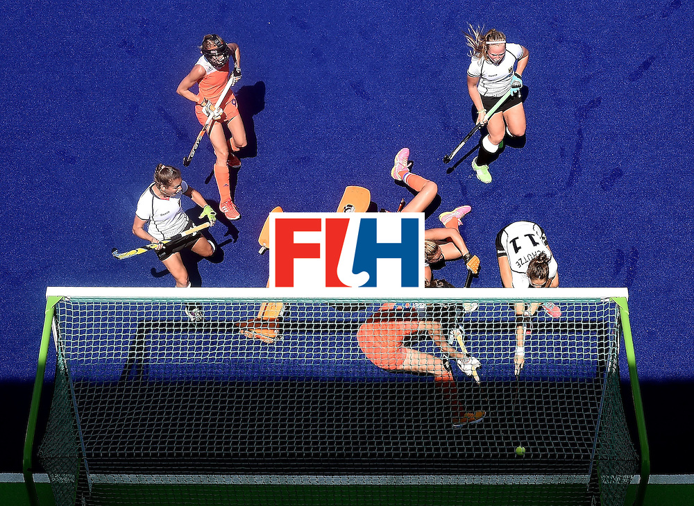 Germany's Lisa Schutze (R) scores a goal during the women's semifinal field hockey Netherlands vs Germany match of the Rio 2016 Olympics Games at the Olympic Hockey Centre in Rio de Janeiro on August 17, 2016 / AFP / MANAN VATSYAYANA        (Photo credit should read MANAN VATSYAYANA/AFP/Getty Images)