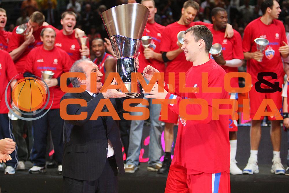 DESCRIZIONE : Madrid Eurolega 2007-08 Finale Maccabi Tel Aviv Cska Mosca <br /> GIOCATORE : Zakhar Pashutin Coppa <br /> SQUADRA : Cska Mosca <br /> EVENTO : Eurolega 2007-2008 <br /> GARA : Maccabi Tel Aviv Cska Mosca <br /> DATA : 04/05/2008 <br /> CATEGORIA : Premiazione Esultanza <br /> SPORT : Pallacanestro <br /> AUTORE : Agenzia Ciamillo-Castoria/S.Silvestri <br /> Galleria : Eurolega 2007-2008 <br /> Fotonotizia : Madrid Eurolega 2007-2008 Final Four Finale Maccabi Tel Aviv Cska Mosca<br /> Predefinita :