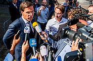 DEN HAAG - Mark Rutte ( VVD ) vetrekt  op het Binnenhof na het gesprek met informateur Edith Schippers. ROBIN UTRECHT