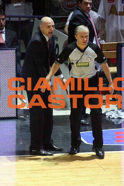 DESCRIZIONE : Bologna Coppa Italia 2006-07 Quarti di Finale Armani Jeans Milano Premiata Montegranaro <br />GIOCATORE : Djordjevic Arbitro<br />SQUADRA : Armani Jeans Milano<br />EVENTO : Campionato Lega A1 2006-2007 Tim Cup Final Eight Coppa Italia Quarti di Finale <br />GARA : Armani Jeans Milano Premiata Montegranaro <br />DATA : 08/02/2007 <br />CATEGORIA : Ritratto Arbitro<br />SPORT : Pallacanestro <br />AUTORE : Agenzia Ciamillo-Castoria/G.Livaldi