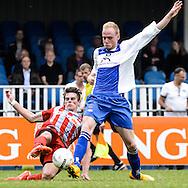 29-05-2016: Voetbal: Elinkwijk v De Zouaven: Utrecht<br /> <br /> Jordi van Ammers van De Zouaven (L) in duel met Jeffrey Pfoster van Elinkwijk<br /> <br /> Promotie degradatieduel, Seizoen 2015-2016<br /> <br /> De Zouaven verliest het duel met 3-0 en degradeerd hierdoor voor de tweede maal op rij naar de 2e klasse.<br /> <br /> Foto: Gertjan Kooij