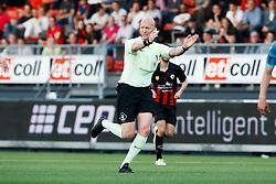 referee Siemen Mulder past voordeel regel toe during the Dutch Eredivisie match between sbv Excelsior Rotterdam and Heracles Almelo at Van Donge & De Roo stadium on April 18, 2018 in Rotterdam, The Netherlands