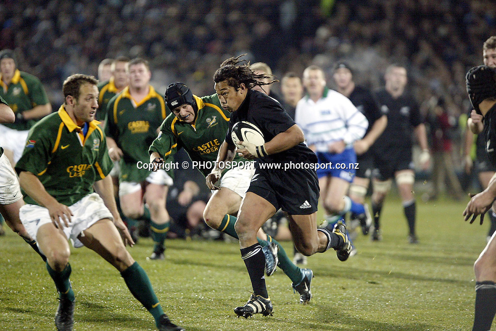 9 August 2003, International Rugby Union, Phillips Tri-Nations, All Blacks v South Africa, Carisbrook, Dundein, New Zealand. Tana Umaga.<br />