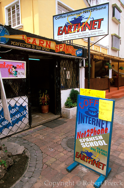 ECUADOR, QUITO, LIFESTYLE New Town; Cyber Cafes