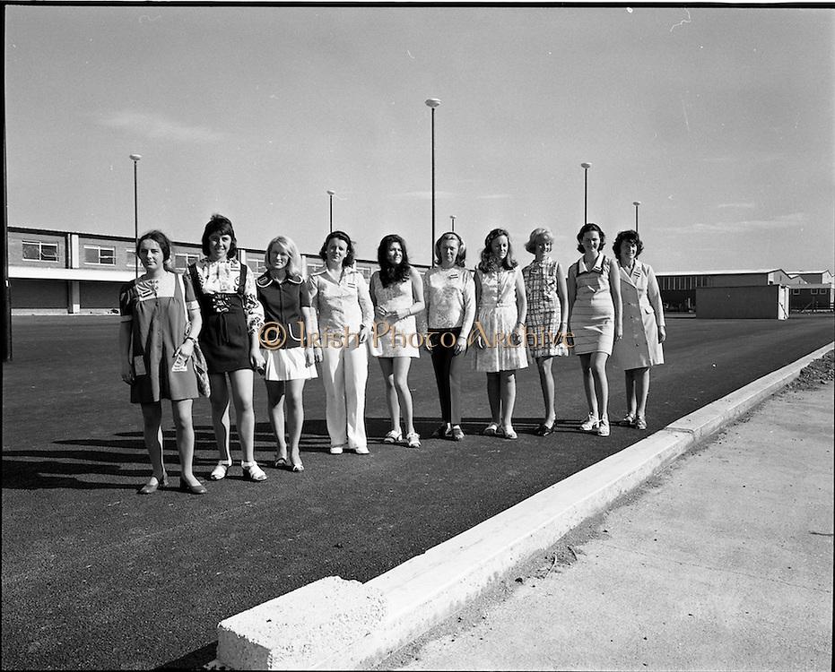 17/07/1972<br /> 07/17/1972<br /> 17 July 1972<br /> Musgrave Brothers Promotion Girls at Robinhood Road. Special for Musgrave Bros. Ltd. (Noel Murphy, P.R. Manager) Robinhood Industrial Estate, Dublin.