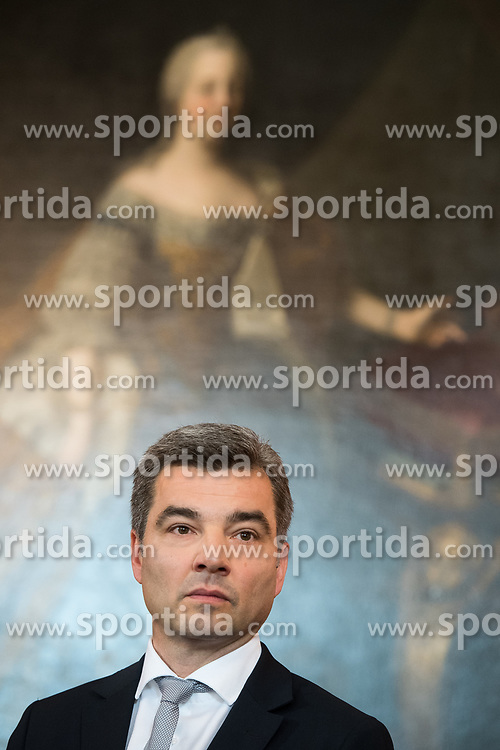 """03.06.2019, Präsidentschaftskanzlei, Wien, AUT, Angelobung der Übergangsregierung, im Bild Innenminister Wolfgang Peschorn // Austrian Interior Minister Wolfgang Peschorn during inauguration of the provisional government after """"Ibiza Affair"""" at Federal Presidents Office in Vienna, Austria on 2019/06/19, EXPA Pictures © 2019, PhotoCredit: EXPA/ Michael Gruber"""