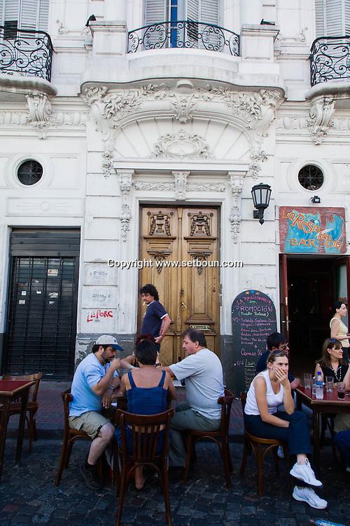 Argentina. Buenos Aires. sunday market in SAN TELMO historical Tango area     /  marche du dimanche , quartier historique SAN TELMO  Buenos Aires - Argentine  R011
