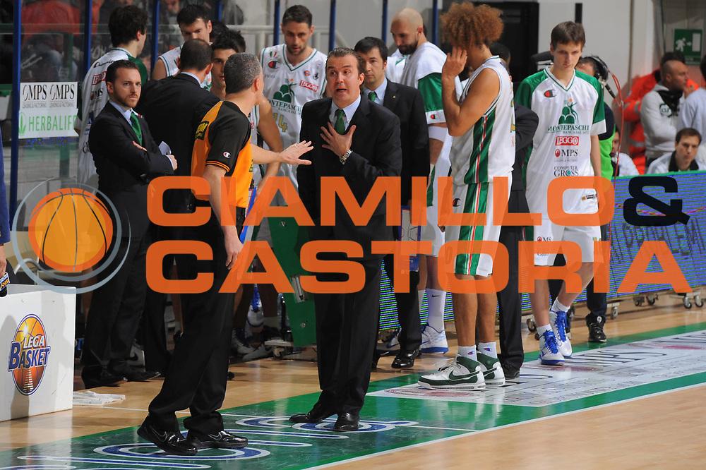 DESCRIZIONE : Siena Lega A 2010-11 Montepaschi Siena Canadian Solar Bologna <br /> GIOCATORE : Simone Pianigiani Coach Arbitro<br /> SQUADRA : Montepaschi Siena<br /> EVENTO : Campionato Lega A 2010-2011 <br /> GARA : Montepaschi Siena Canadian Solar Bologna<br /> DATA : 02/01/2011<br /> CATEGORIA : Ritratto Delusione<br /> SPORT : Pallacanestro <br /> AUTORE : Agenzia Ciamillo-Castoria/GiulioCiamillo<br /> Galleria : Lega Basket A 2010-2011 <br /> Fotonotizia : Siena Lega A 2010-11 Montepaschi Siena Canadian Solar Bologna<br /> Predefinita :